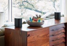Sonos One Zwart in huiskamer met Google Assistant